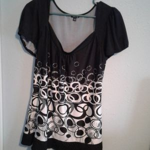 Black and white circle top
